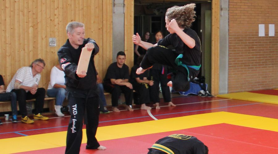 Bruchtest bei TKD-Freestyle e.V. in Neukirchen-Vluyn